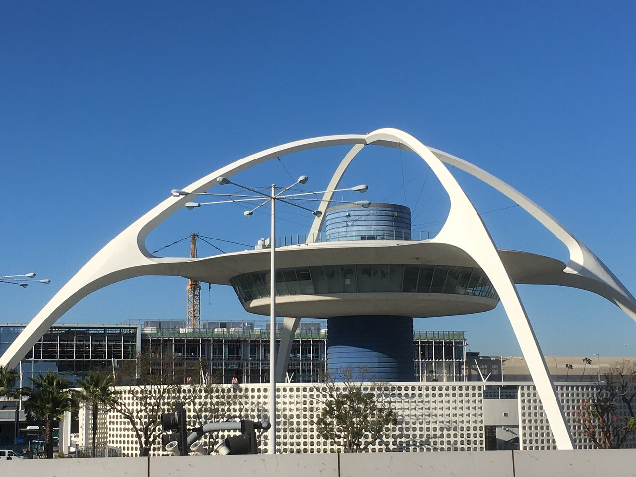 lax-theme-building
